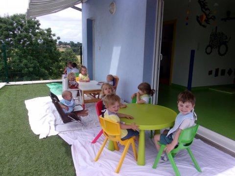 On mange dehors chez les Bisounours
