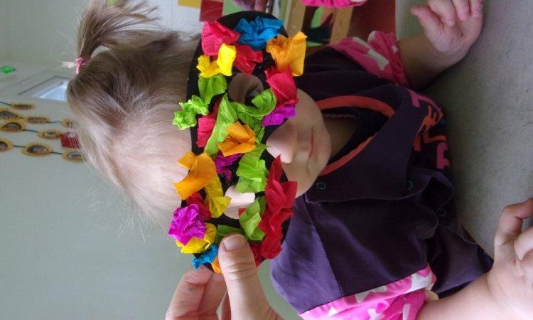 activités à la micro crèche, les enfants préparent carnaval à chassigny sous dun